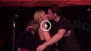David Duchovny & Gillian Anderson Reunite, Cover Neil Young And Kiss
