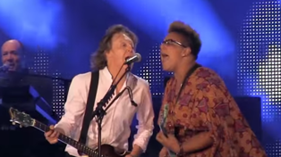 Paul McCartney With Brittany Howard Of Alabama Shakes - Get Back (Live At Lollapalooza)