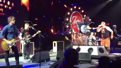 Dave Grohl Invites Dude On His 50th Birthday On Stage To Have A Beer With Him