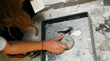 Couple Finds An Old Safe Under Their Floor Containing $50K Cash And A Treasure Map