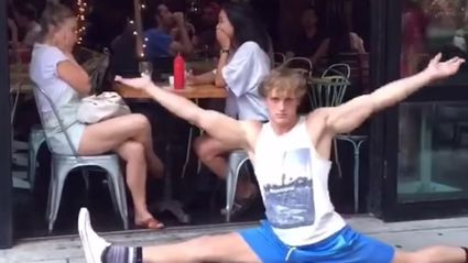 Dude Does The Splits Infront Of Unsuspecting New Yorkers