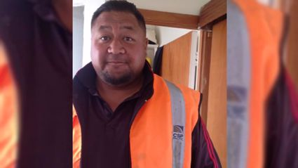 "Kiwi Bloke Failing To Spell ""Eyes"" Goes Viral"