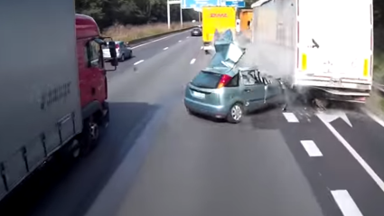 Insane Footage Of Why You Shouldn't Change 3 Lanes To Exit The Motorway!