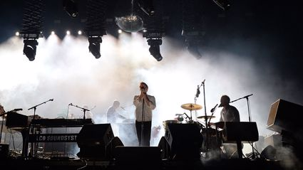 LCD Soundsystem - Heroes (David Bowie Cover Live At Coachella)
