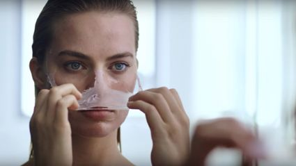 Margot Robbie Re-Creates Patrick Bateman's Face Mask Scene From 'American Psycho'