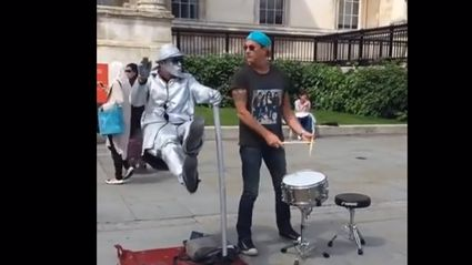 Watch Chad Smith Randomly Join A Busker In London