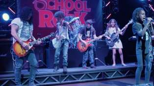 "Watch Slash Surprise Some Kids And Jam ""Sweet Child Of Mine"" & Paradise City"" With Them"