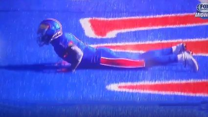 College Football kick returner camouflaged himself in the End Zone!