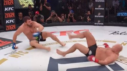 Amazing finish as UFC fighter knocks out opponent after a double knock-down