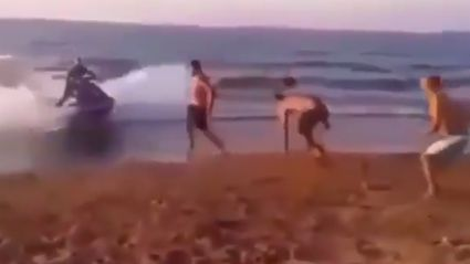 Guy gets absolutely destroyed by speeding jetski