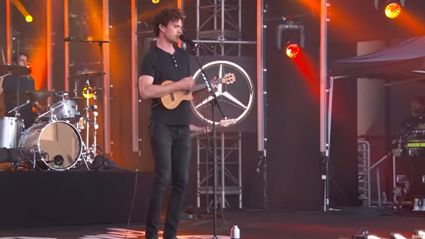 "Watch Vance Joy play ""Saturday Sun"" on Jimmy Kimmel Live"