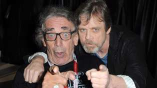 "Mark Hamill says he's a ""better man for just having known"" the late Peter Mayhew"
