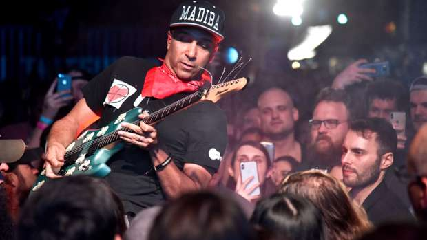 Tom Morello throws guy's phone into crowd after he tried to film him